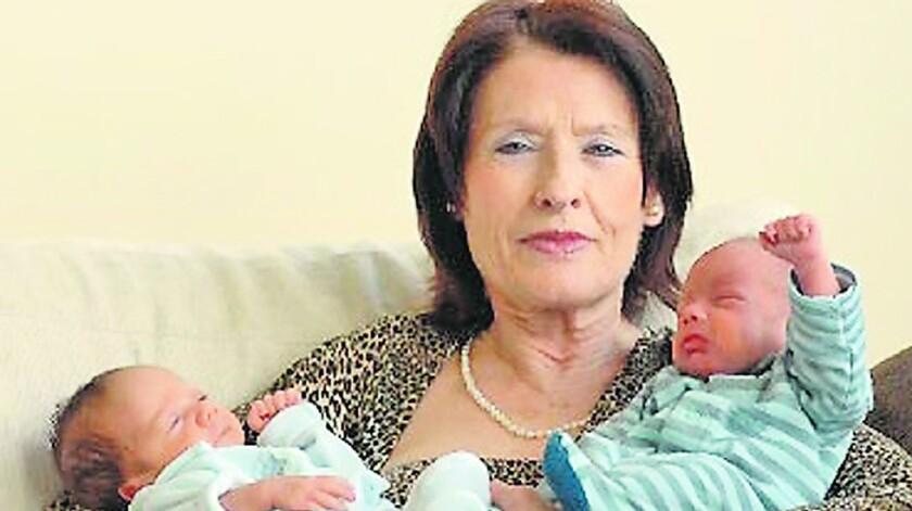 La doctora española Lina Álvarez, que se quedó embarazada con 62 años, acaba de ser madre por tercera vez, después de dar a luz en un hospital de Lugo (noroeste) a una niña que llevará el mismo nombre que ella y su abuela.