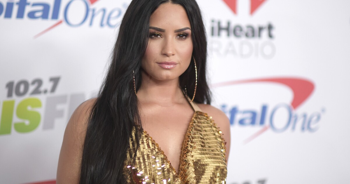 Demi Lovato's nude photos leak after her Snapchat is hacked - Los Angeles Times