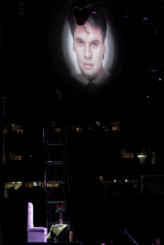 """Fotografía del concierto """"Una Celebración de Amigos"""" en homenaje al cantautor mexicano Juan Gabriel ayer, sábado 3 agosto de 2016, en el estadio Omnilife de la en la ciudad de Guadalajara (México). Al concierto asistieron miles de personas y participaran cerca de 30 artistas entre cantantes, mariachis y bailarines. EFE/Ulises Ruiz Basurto"""