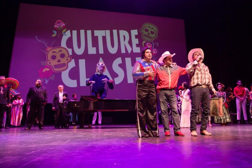 Los integrantes de Culture Clash durante el cierre del evento por el Día de los Muertos y las elecciones presidenciales que se llevó a cabo en el Valley Performing Arts Center de Northridge.