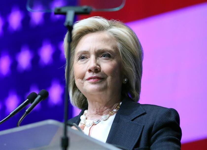 """La campaña de la candidata demócrata a la Presidencia, Hillary Clinton, presentó hoy dos nuevos anuncios en español sobre su """"compromiso"""" con """"un futuro prometedor para las familias latinas e inmigrantes"""" de todo el país."""