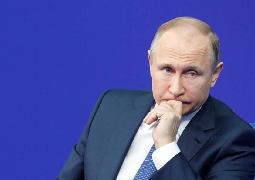 """El presidente Donald Trump y la primera ministra británica, Theresa May, consideran """"irresponsables"""" las palabras del presidente ruso, Vladímir Putin, de que su país cuenta con un superarmamento nuclear que nadie más tiene en el mundo, aseguró hoy la Casa Blanca. EFE/EPA/Archivo"""