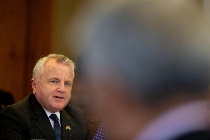 El subsecretario de Estado estadounidense, John Sullivan (i), y el embajador, Marcos Galvao (fuera de cuadro), participan en el lanzamiento del Foro Permanente de Seguridad Brasil-EE.UU., el martes 22 de mayo de 2018, en Brasilia (Brasil). EFE/Archivo