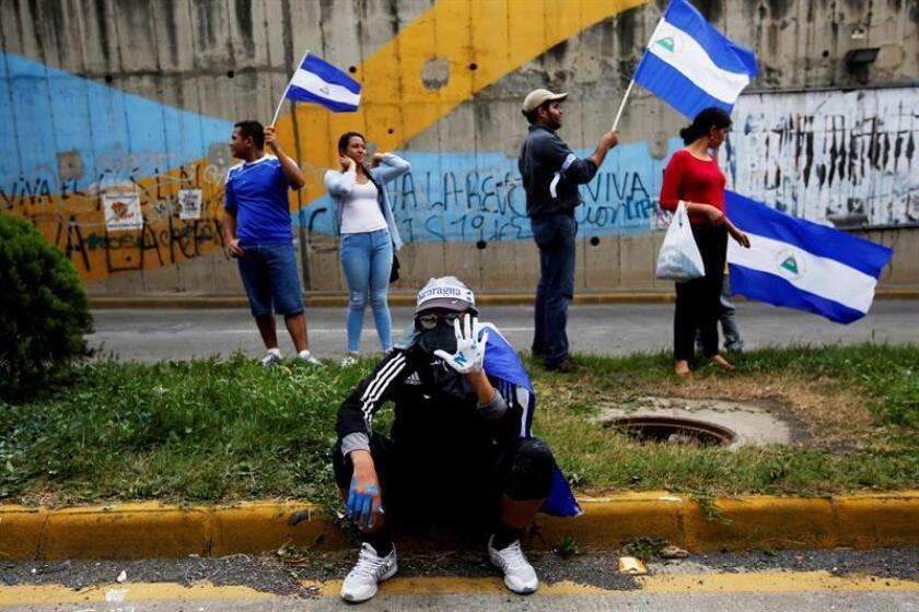 Manifestantes participan en un plantón para conmemorar los 100 días desde el inicio de la crisis sociopolítica que atraviesa Nicaragua, originada por la gestión del presidente, Daniel Ortega, hoy, jueves 26 de julio de 2018, en Managua (Nicaragua). EFE