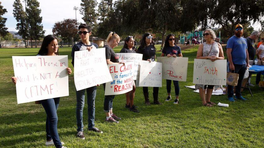 3027360_sd_me_feeding_homeless_NL San Diego, CA November 19, 2017 A group of activists gathered t