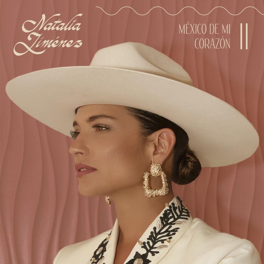 En esta fotografía del 19 de noviembre de 2020 Natalia Jiménez canta en un homenaje a Julio Iglesias