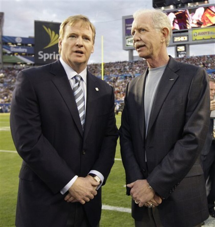 "Chesley ""Sully"" Sullenberger, right, the pilot of US Airways Flight 1549 that crashed into the Hudson River Jan. 15 in New York, talks to NFL commissioner Roger Goodell before the NFL Super Bowl XLIII football game between the Pittsburgh Steelers and the Arizona Cardinals, Sunday, Feb. 1, 2009, in Tampa, Fla. (AP Photo/David J. Phillip)"