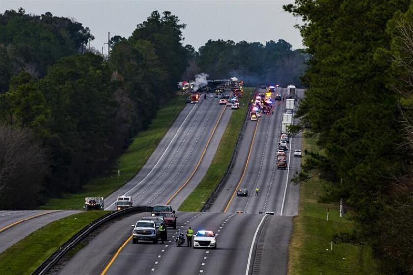 Fotografía cedida por Gainesville Sun en la que aparece tramo de la carretera Interestatal 75 tras un accidente múltiple ocurrido en Gainesville (Estados Unidos). EFE/ Lauren Bacho SOLO USO EDITORIAL/NO VENTAS