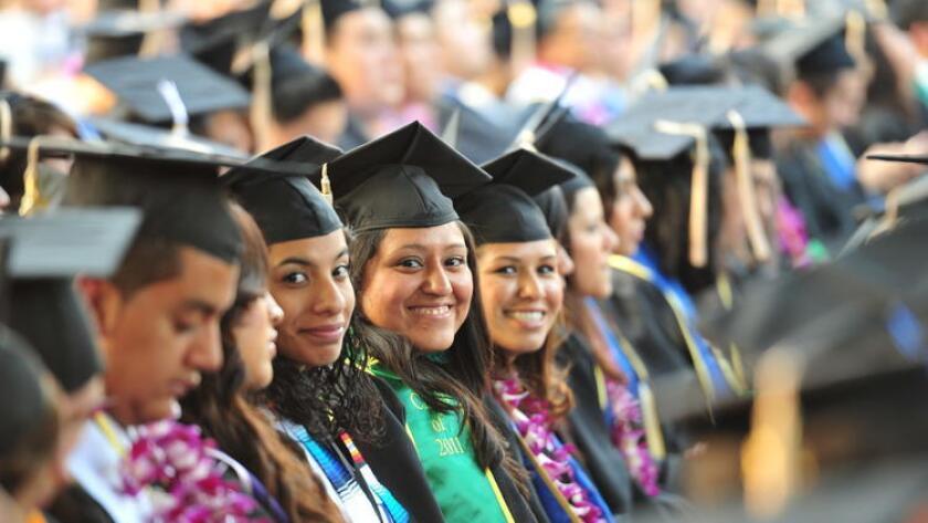DACA es una medida administrativa establecida por el presidente Barack Obama en junio de 2012, dirigida a jóvenes indocumentados que en ese momento eran menores de 31 años.