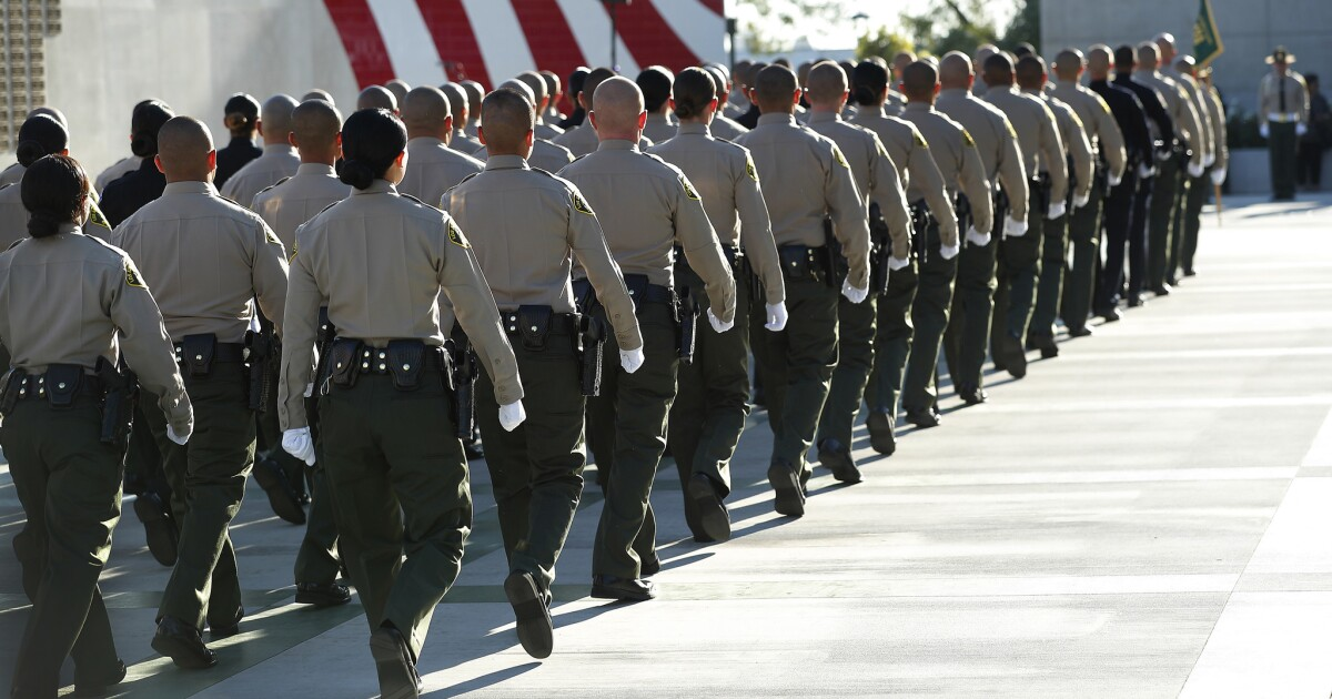Δύο L. A. County σερίφη που κατηγορείται για ψευδορκία και ψευδή κατάθεση εκθέσεων