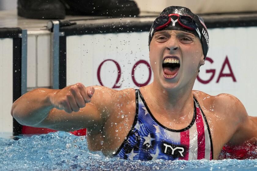 La estadounidense Katie Ledecky celebra su triunfo en los 1500 metros estilo libre, el miércoles 28 de julio