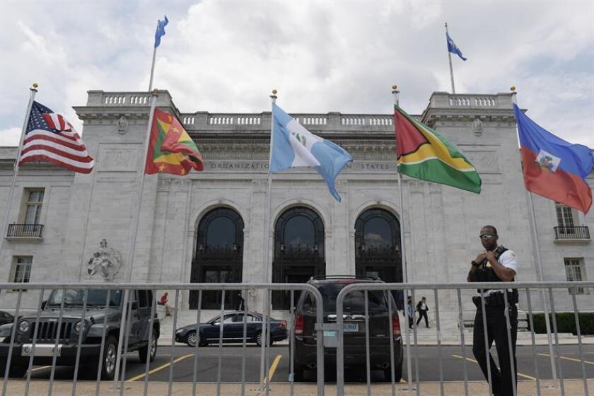 Vista general de la fachada del edificio donde se desarrollan las sesiones del día de la 70ª Asamblea General de la OEA hoy, martes 5 de junio de 2018, en la sede del organismo en Washington (EE.UU.). EFE