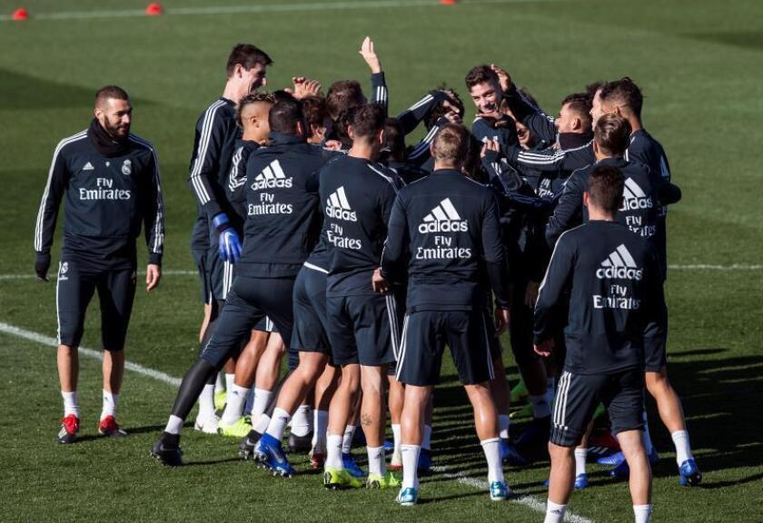 La plantilla del Real Madrid durante el entrenamiento del equipo blanco en la Ciudad deportiva Del Real Madrid de Valdebebas en Madrid. EFE