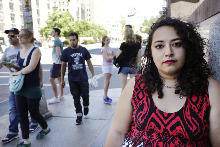 Foto tomada el 14 de junio del 2016 de Eman Abdelhadi, una estudiante de la Universidad de Nueva York que es lesbiana. La masacre de Orlando ha llevado a los musulmanes estadounidenses ha reflexionar sobre sus actitudes hacia los gays. (AP Foto/Mark Lennihan)