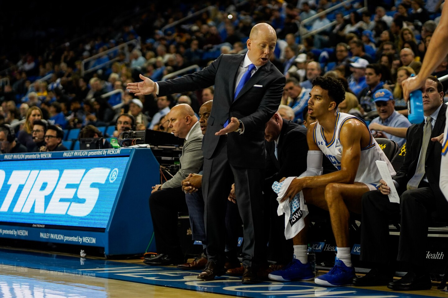 LOS ANGELES, CALIF. - NOVEMBER 06: UCLA Bruins head coach Mick Cronin talks with guard Chris Smith (5) during the second half of a NCAA basketball game between the UCLA Bruins and the Long Beach State 49ers at UCLA Pauley Pavillion on Wednesday, Nov. 6, 2019 in Los Angeles, Calif. (Kent Nishimura / Los Angeles Times)