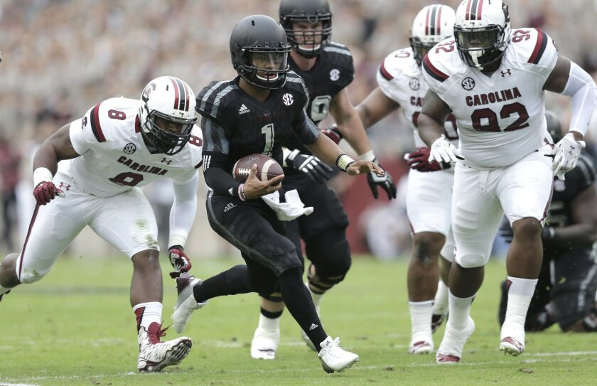 Texas A&M quarterback Kyler Murray (1) runs against South Carolina during the first half of an NCAA college football game, Saturday, Oct. 31, 2015, in College Station, Texas. (AP Photo/Eric Gay)