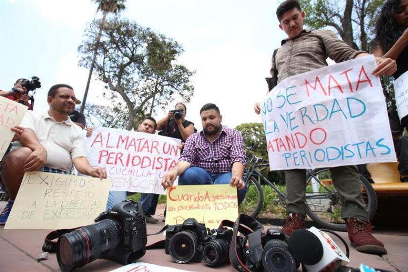 Periodistas protestan por el asesinato uno de sus compañeros. EFE/Archivo