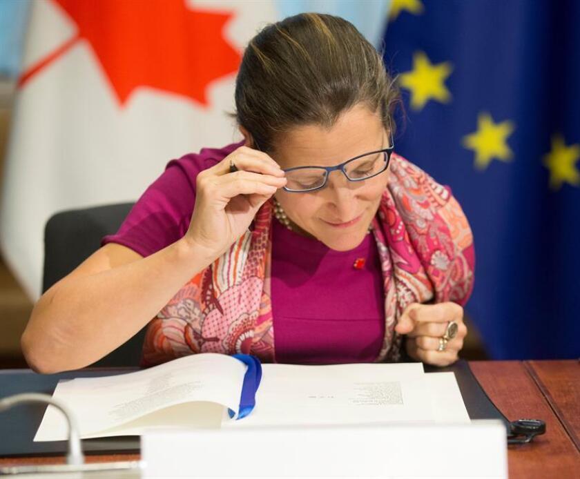 """La ministra de Comercio Internacional de Canadá, Chrystia Freeland, calificó hoy de """"constructivas"""" las declaraciones del presidente, Donald Trump, en las que se mostró optimista sobre la renegociación del Tratado de Libre Comercio de América del Norte (TLCAN). EFE/Archivo"""