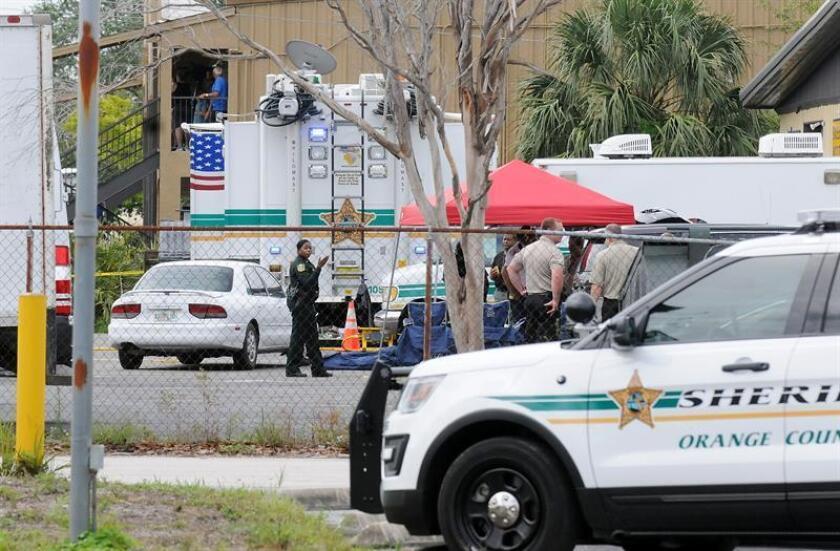 Un hombre de 81 años ofreció a una mujer en un supermercado 200.000 dólares por su hija de ocho años y acabó preso el pasado fin de semana en Florida acusado de agresión, informaron hoy medios locales. EFE/Archivo