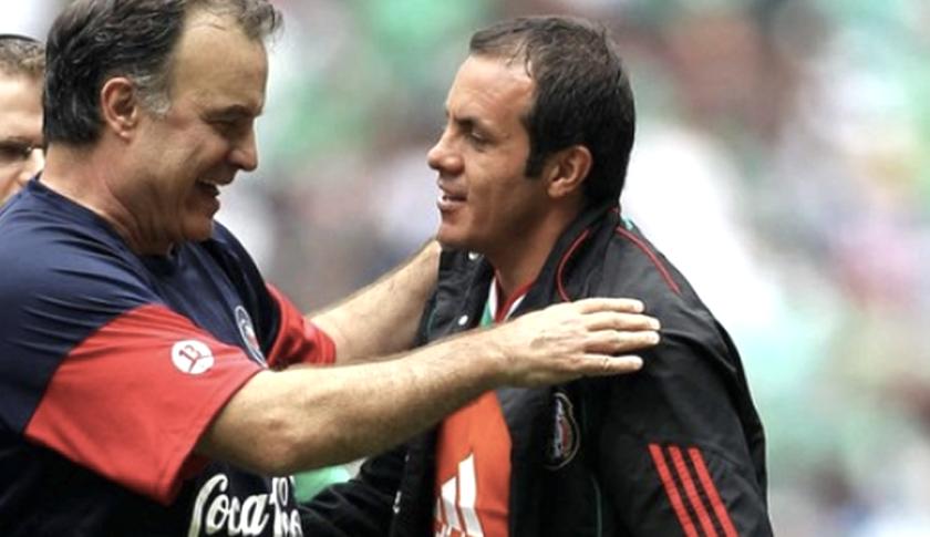 Marcelo 'Loco' Bielsa (i) y Cuauhtémoc Blanco, dos viejos conocidos.