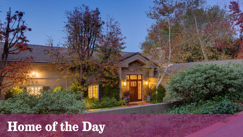 The wooded setting lends a mountain-lodge-like ambiance to this La Cañada Flintridge house.
