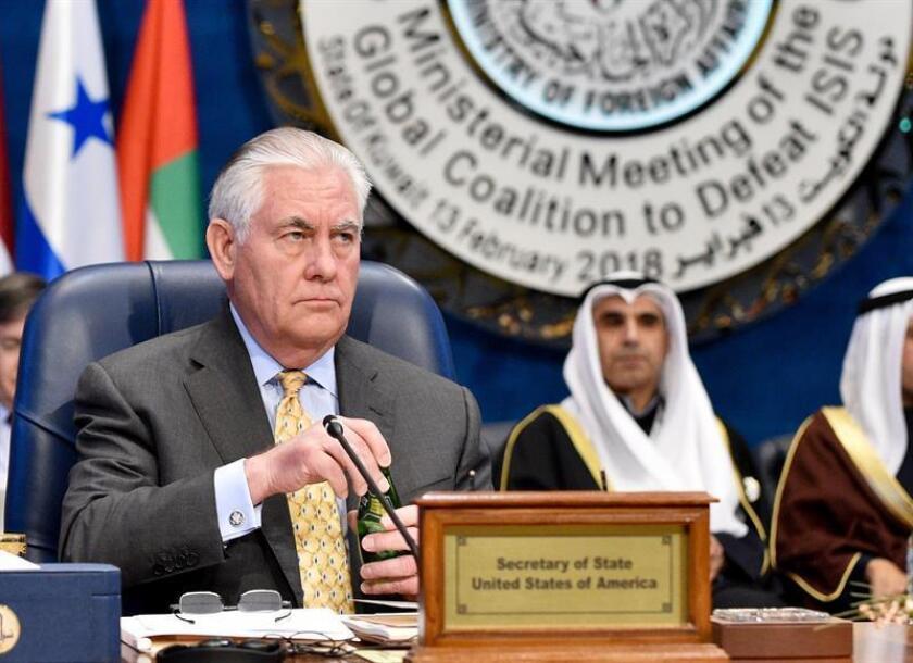 El secretario de Estado de EE.UU., Rex Tillerson, asiste a la reunión ministerial de la Coalición Global para derrotar a ISIS, celebrada en el marco de la Conferencia Internacional de Kuwait para la Reconstrucción de Irak, en el Palacio Bayan en Ciudad de Kuwait, este 13 de febrero. EFE