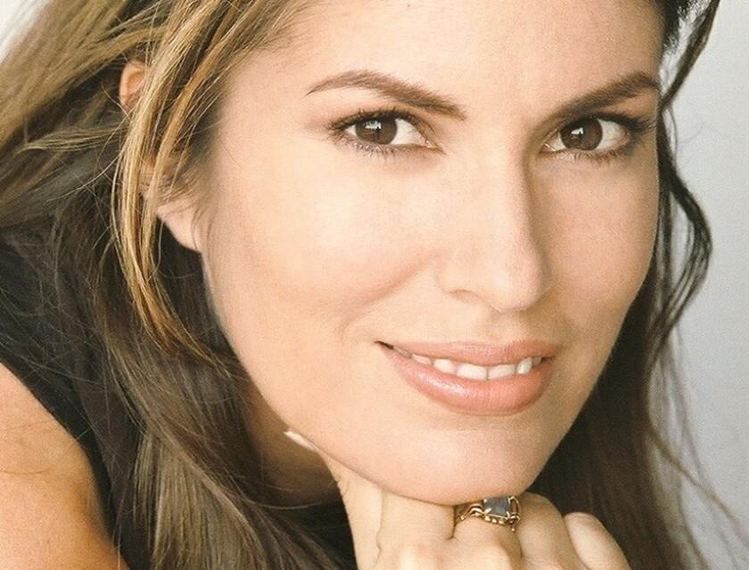 La periodista de origen peruano Maryl Celiz tiene una amplia experiencia en los medios escritos, e incursiona ahora en la televisión en inglés con un programa propio.