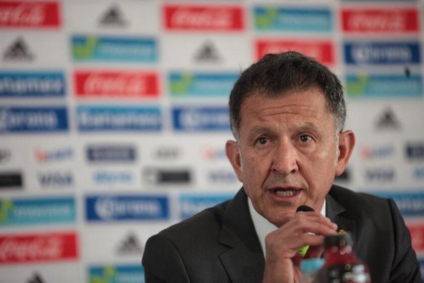 El colombiano Juan Carlos Osorio, seleccionador de fútbol de México, expresó hoy sus condolencias por la tragedia del Chepecoense brasileño cuyo avión se estrelló cerca de Medellín con la muerte de 75 de sus ocupantes. EFE/ARCHIVO