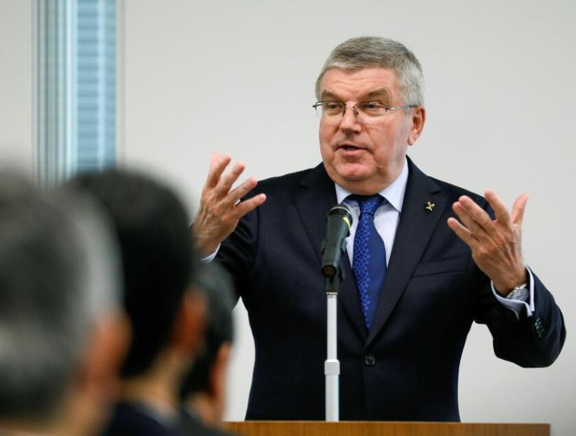 El presidente del Comité Olímpico Internacional (COI), Thomas Bach (c), pronuncia su discurso durante un encuentro con miembros del comité olímpico de para los Juegos Olímpicos de Tokio 2020, en Tokio, Japón, hoy, 28 de noviembre de 2018. EFE