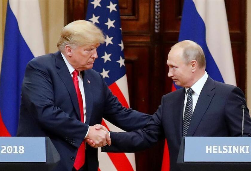 El presidente estadounidense, Donald J. Trump (i), y su homólogo ruso, Vladimir Putin (d), durante una rueda de prensa conjunta. EFE/Archivo