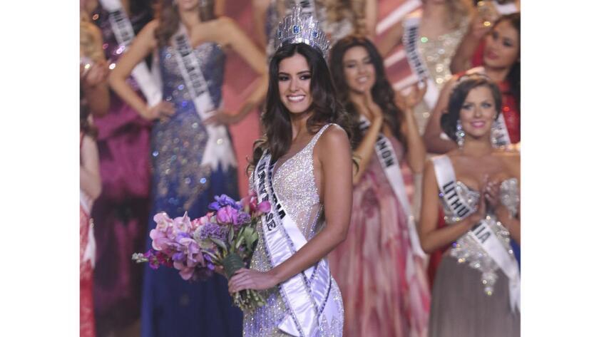 """""""Si la organización de Miss Universo compartiera algún sentimiento anti latino o cualquier tipo de prejuicio racial, yo no estaría en esta posición hoy"""", dijo Paulina Vega, Miss Universo."""