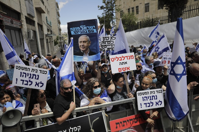 Right-wing activists support Netanyahu outside Jerusalem court on Sunday.