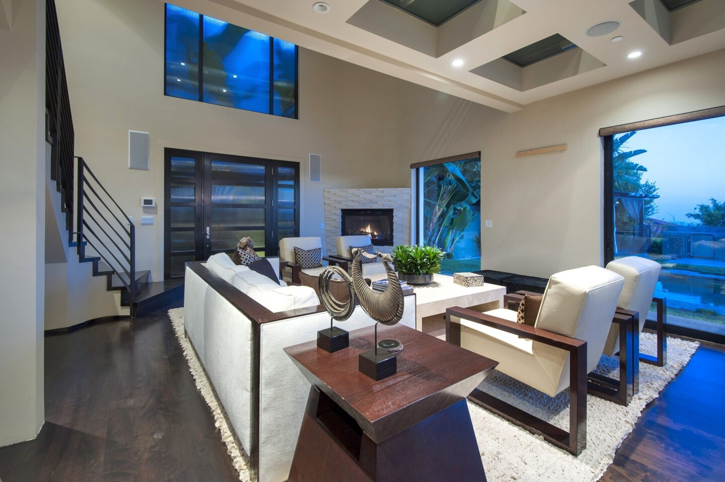 Reggie Bush, the former USC tailback who plays pro football with the Detroit Lions, has put his home up for sale in Hollywood Hills West.