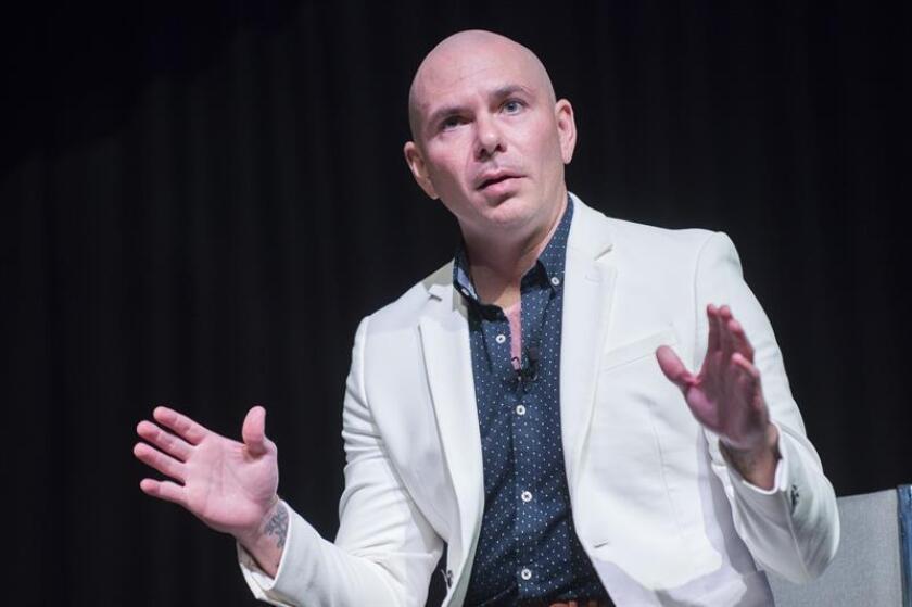 Los latinos triunfan en el mundo de la música y su peso seguirá creciendo a nivel global, para lo cual el compartir conocimientos con las nuevas generaciones es clave, dijeron hoy los cantantes Pitbull y Maluma. EFE/ARCHIVO