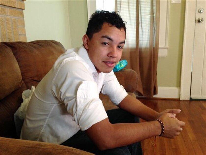 Los migrantes indocumentados tendrán la oportunidad de obtener una identificación oficial en Phoenix, como Walter Durán.