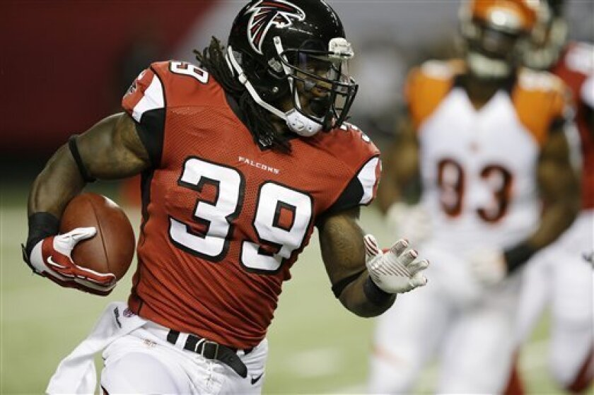 Atlanta Falcons running back Steven Jackson (39) moves the ball against the Cincinnati Bengals during the first half of a preseason NFL football game, Thursday, Aug. 8, 2013, in Atlanta. (AP Photo/David Goldman)