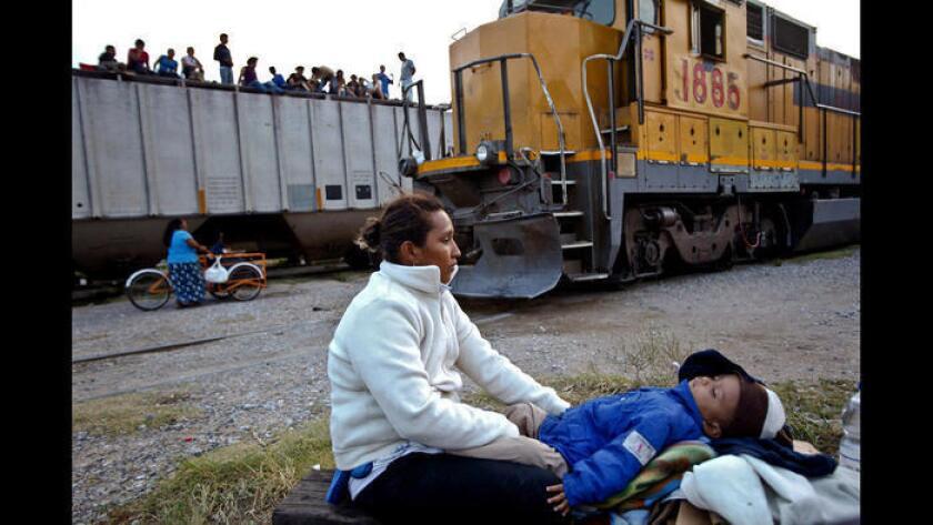 Este tren es conocido por transportar a migrantes centroamericanos en su viaje a Estados Unidos