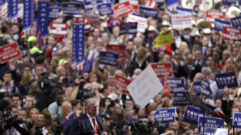 La última encuesta sobre intención de voto de los hispanos del Wall Street Journal y NBC asegura que el 82 % de los hispanos registrados para votar ve de forma desfavorable al candidato Donald Trump, mientras que tres de cada cuatro, un 75 %, planea votar por la demócrata Hillary Clinton.