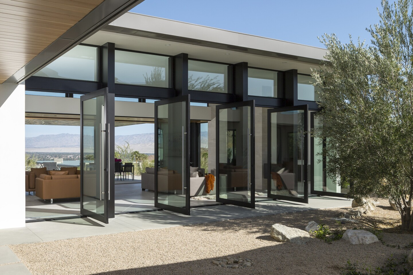 Home of the Day: Modern desert mirage