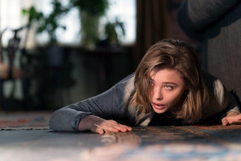 """Chloë Grace Moretz en una escena del thriller """"Greta"""", que se encuentra ya en las salas locales."""