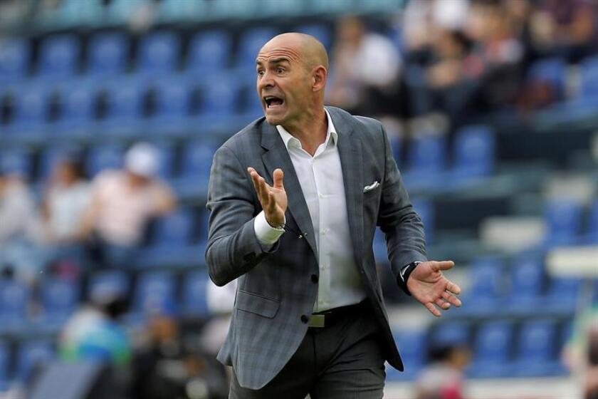 El entrenador de Cruz Azul Francisco Jémez durante un partido en el Estadio Azul, en Ciudad de México (México). EFE/Archivo