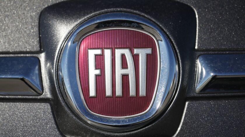2018 Fiat 500, company logo