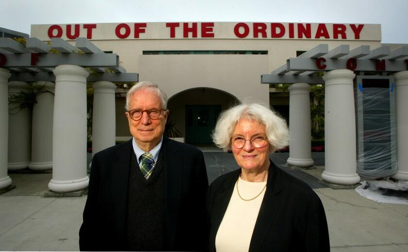 047896.CA.0530.venturi.2.RL––La Jolla––Architects Robert Venturi and Denise Scott Brown at the Museu