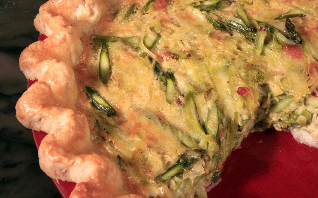 Quark tart with asparagus