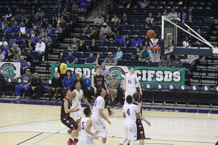 Torreys Bruce Edwards (#0), Marcus Perry (#4), Raymond Lu (#5), Max Bender (#24) and Ryan Langborg (#33) face off against Vikings Morgan Albers (#32), Reef Farley (#33) and Alex Pitrofsky (#42).