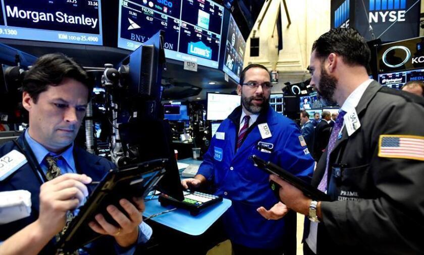 Wall Street cierra con un nuevo récord del Dow Jones de Industriales