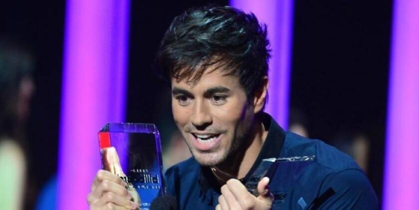 Estaba nominado a cinco categorías y no dejó escapar ni una. El español Enrique Iglesias fue hoy el gran triunfador de los II Latin American Music Awards en una noche en la que también sobresalieron la Banda Sinaloense MS de Sergio Lizárraga y CNCO con tres reconocimientos.