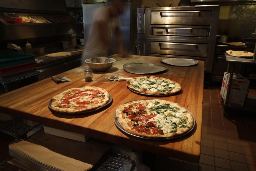 la-tr-travel-pizza-honolulu-J. Dolans_02.JPG
