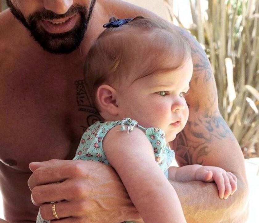 El cantante también compartió hace unos días un video en el que le canta a su hija, Lucía.