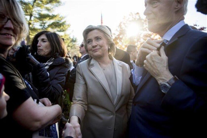 Hillary Clinton lo tenía todo para ganar: el favor de su partido desde antes de comenzar las primarias, tres décadas de servicio público a sus espaldas y el impulso de un popular presidente. Pero nada de eso bastó a un país en plena revolución, que le negó la Casa Blanca cuando la daba por sentada.